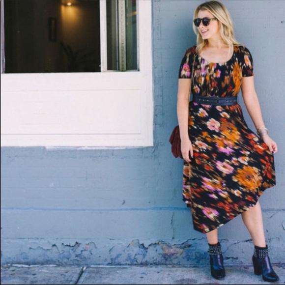 Carmen Marc Valvo Dresses & Skirts - Luxe Carmen Marc midi belt dress plus 16